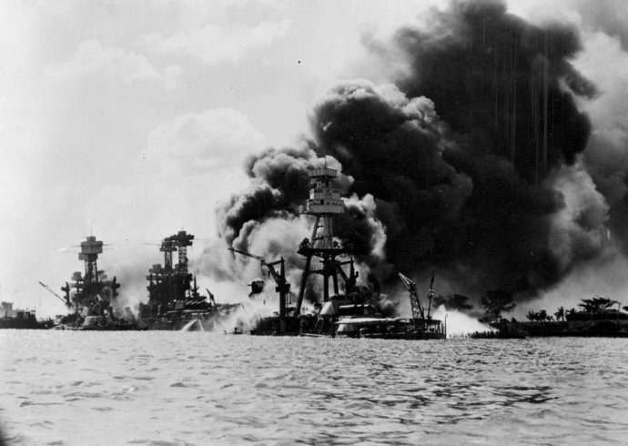 battleships-aflame-on-battleship-row-alongside-ford-island