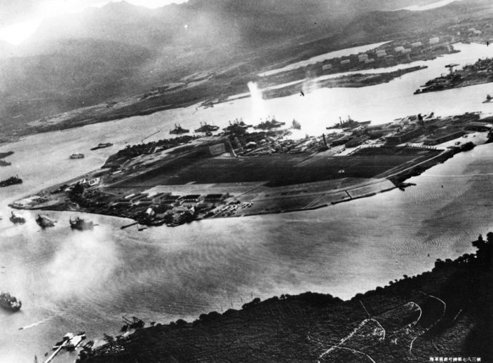 photo-from-a-captured-japanese-aircraft-taken-during-the-initial-moments-of-the-japanese-attack-on-pearl-harbor-note-the-japanese-aircraft-visible-at-upper-right-flying-over-naval-air-station-ford-island