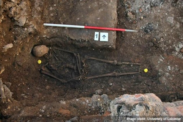 Richard-III-skull-Leicester3-04022013-jpg_104348