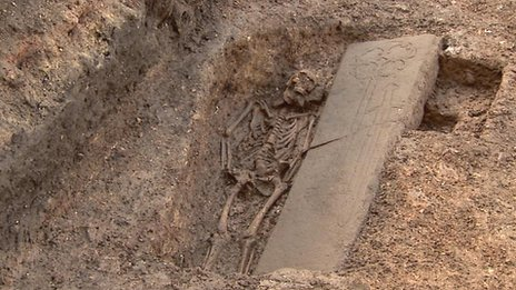_66369221_graves